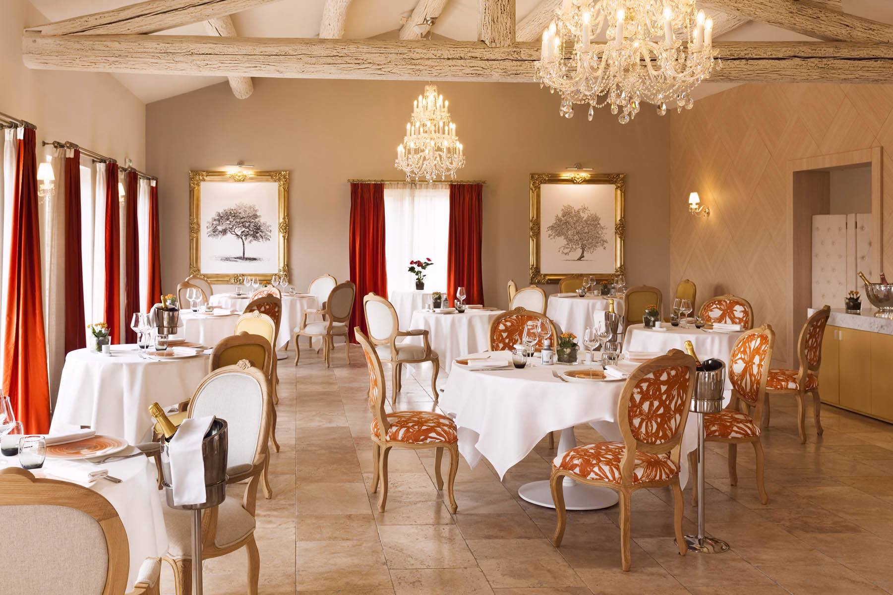 Restaurant of the hotel Le Mas des Herbes Blanches